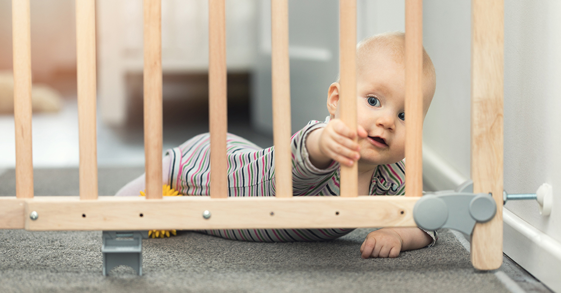 Baby proofing gate